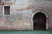 Entrata privata dal canale