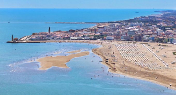 Holidays and hotels in Caorle: east or west?